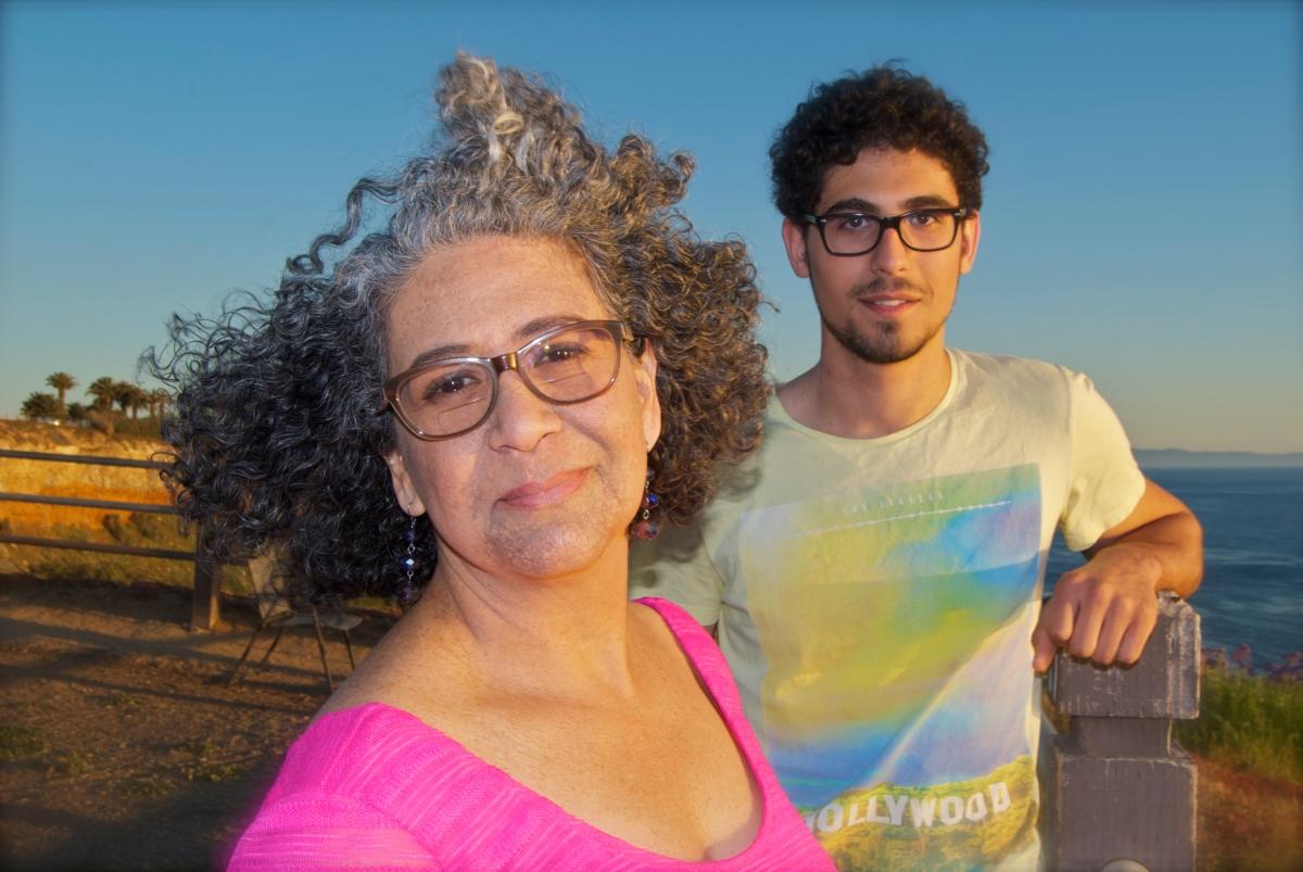 Stubbornly Curly Hair / Indómito PeloRizado